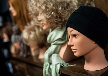 Prothèses capillaires chapeaux